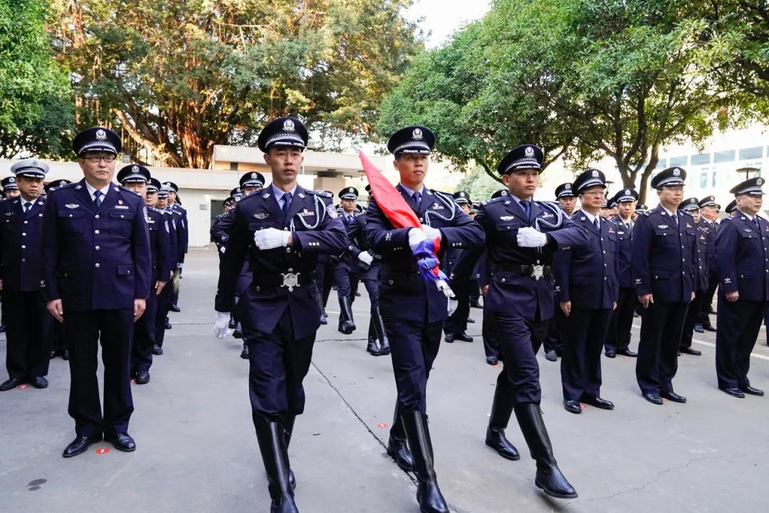 擎旗奋进!福州公安举行警旗升旗仪式