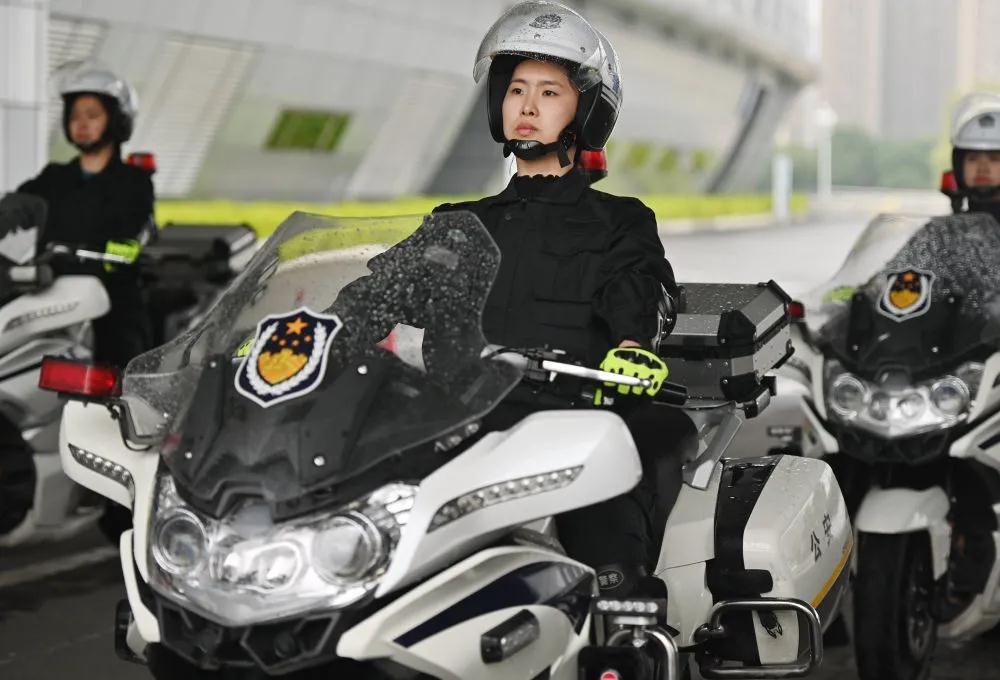 福州交警女子骑警队正式亮相!